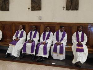 Des prêtres