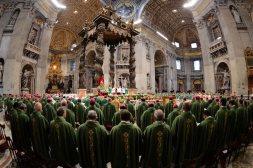 Dans la basilique ST Pierre. (Photo d'ANDREAS SOLARO / AFP)